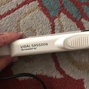 Vidal Sassoon Answers Straightening Iron
